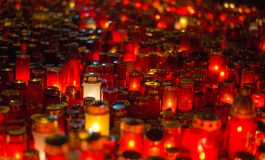 Sute de persoane la marşul de comemorare a victimelor din Colectiv