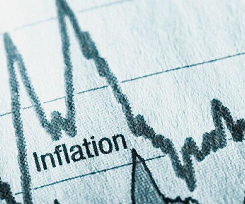 Risc de inflație. Leul, zdrobit de euro. Analiștii pun căderea pe seama declarațiilor lui Isărescu