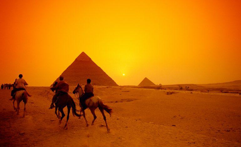 O imensă cavitate, de mărimea unui avion, a fost descoperită în centrul Piramidei lui Keops