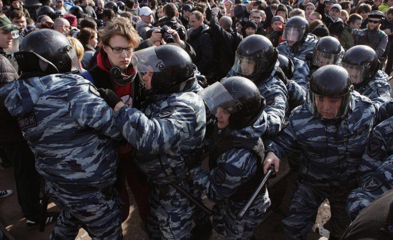 Zeci de arestări la un miting anti-Putin