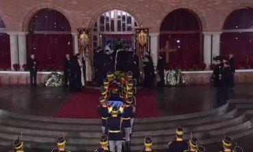 M.S. Regele Mihai I a fost înmormântat la Curtea de Argeș. Zeci de mii de români l-au condus pe ultimul drum