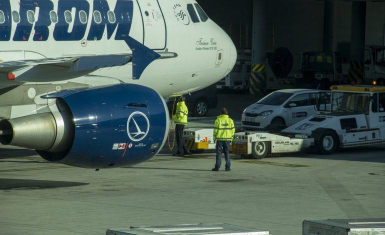 Pasagerii unei curse Tarom, blocaţi de peste 12 ore pe aeroportul Schiphol din Amsterdam. Compania a instituit o celulă de criză
