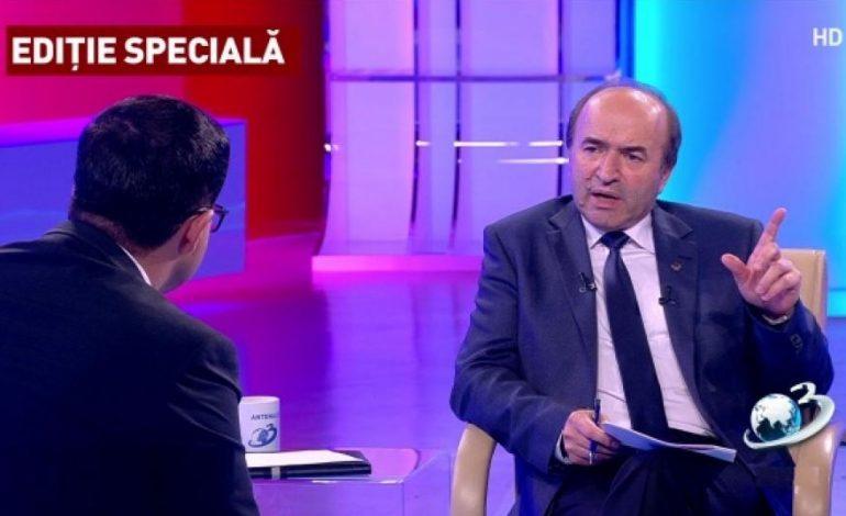 """Tudorel Toader sugerează o """"probabilă revocare"""" a Laurei Codruța Kovesi"""