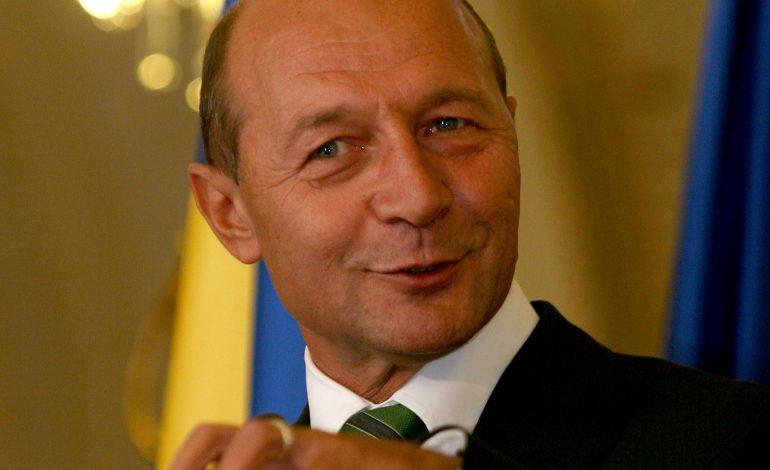 Traian Băsescu: Dragi parlamentari din Comisia SRI, căutaţi-mă după ce îl audiați pe Dragnea. Salvaţi-l pe Daddy!