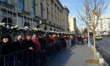Zeci de mii de români au făcut noapte albă la catafalcul M.S. Regele Mihai I
