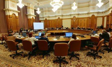 Comisia Iordache a dat raport de admitere pe legea privind statutul magistraţilor. Opoziţia anunţă că vrea să o conteste la CCR