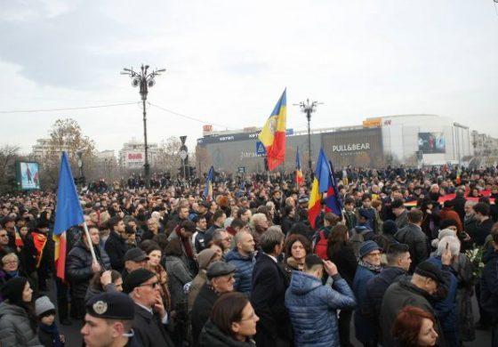 NY Times: Mii de români îl plâng pe fostul Rege Mihai. Reacții în presa internațională