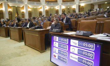 Scandal în plen pe statutul magistraților. PNL acuză adăugarea de articole în raportul final al Comisiei Iordache