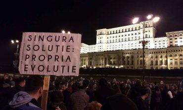 Blocadă în jurul infractorilor: Protestatarii anunță că îi vor bloca pe deputați și senatori în Palatul Parlamentului