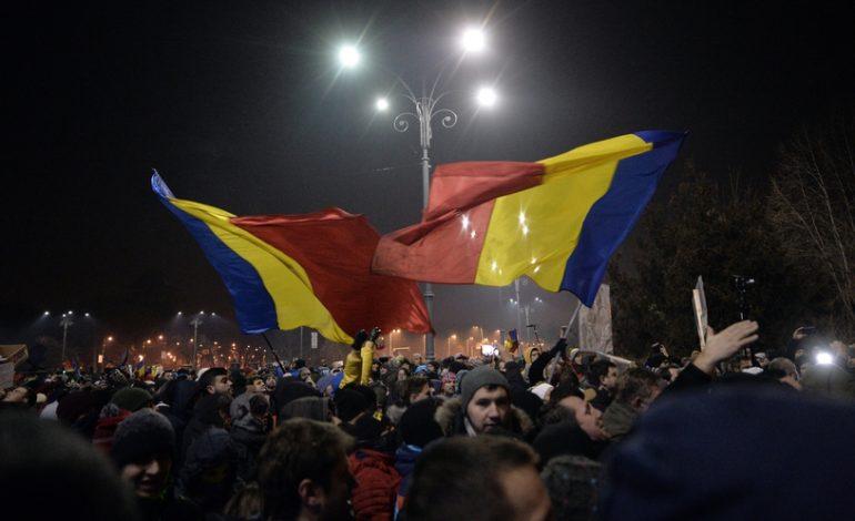 Proteste în Piaţa Victoriei și în țară: Numărul manifestanților a ajuns la câteva sute