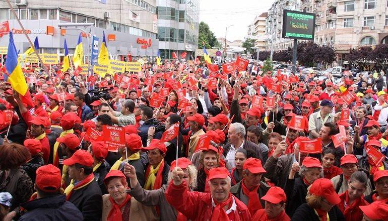 """PSD copiază mitingurile #Rezist: Participanţii vor avea sâmbătă haine albe și lanterne """"mici"""" sau telefoane mobile"""