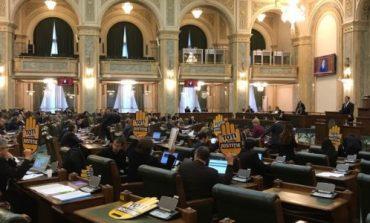 Ședința de plen a Senatului, suspendată din cauza protestului USR