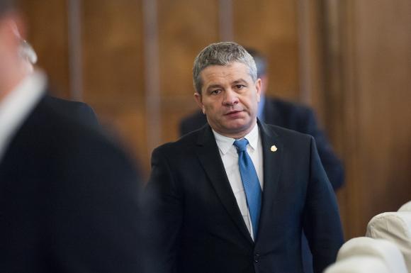 Ministrul Sănătăţii, Florian Bodog, audiat azi-noapte la DIICOT, în dosarul Lucan