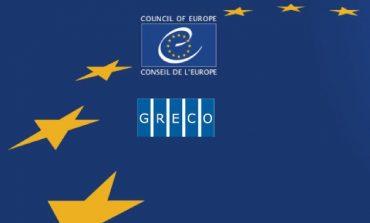 Regulamentul GRECO prevede obligativitatea conformării la recomandările cuprinse în raport, într-un anumit interval de timp, şi transmiterea de date cu privire la stadiul conformării