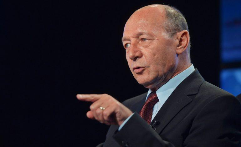 Traian Băsescu: Uitați-vă și la sclavul ăsta de Dragnea! S-a băgat cu cei mai mizerabili ca să se ducă să stea ca un chelner lângă masa lui Trump