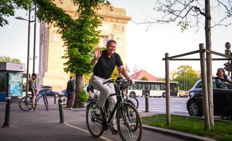 Klaus Iohannis, cu bicicleta în zona Herăstrău