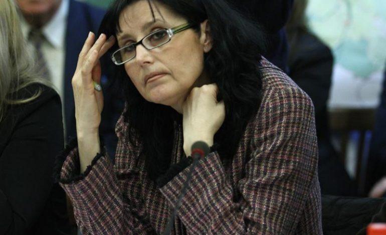 Steluța Cătăniciu (ALDE), către ministrul Educaţiei: Vă solicit ferm să vă reconsideraţi decizia în privinţa scăderii numărului de locuri bugetate din marile universităţi ale ţării