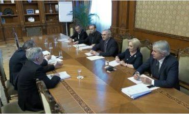 Discuții BNR - Guvern, de mai bine de două ore, în biroul lui Dragnea de la Camera Deputaţilor. La întâlnire este prezent şi Darius Vâlcov