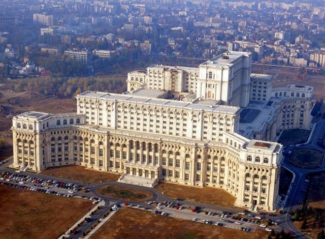 În ziua moțiunii, Coaliția a transformat Parlamentul în cazemată. Măsuri speciale de securitate, lifturi exclusiv pentru parlamentari și țarc pentru jurnaliști