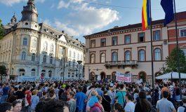 Câteva mii de oameni protestează în stradă la Cluj-Napoca faţă de modificările aduse Codului de procedură penală