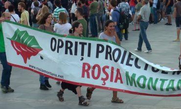 Protest faţă de decizia Guvernului privind Roşia Montană: Sute de persoane au ieşit în stradă în Bucureşti şi în ţară