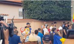 Carmen Iohannis a salutat joi seară manifestanții din Sibiu