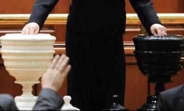 """Negocieri """"până în ultima secundă a votului"""". Șansele moțiunii împotriva Guvernului Dăncilă"""
