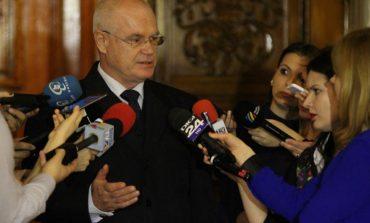Eugen Nicolicea îi amenință din nou pe ziariști: Pe viitor aveți grijă de comportament. Stați tolăniți aici ca la autogară