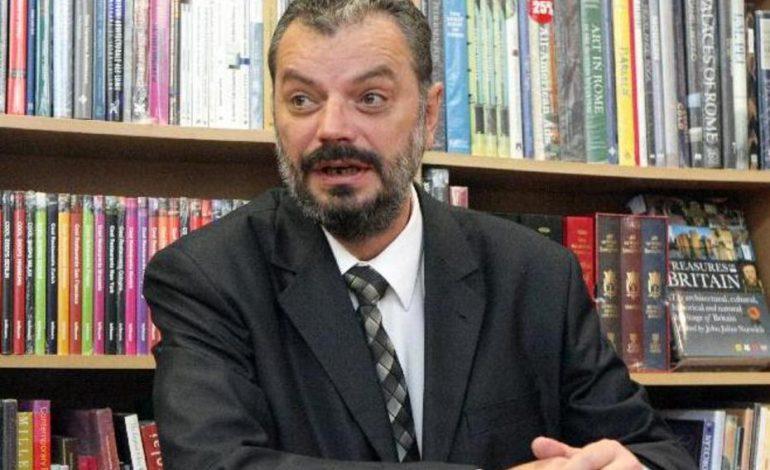 """Peter Eckstein-Kovacs şi-a anunţat demisia din UDMR, reclamând """"cârdăşia"""" cu PSD şi adoptarea modificărilor la codurile penale cu voturile formaţiunii"""