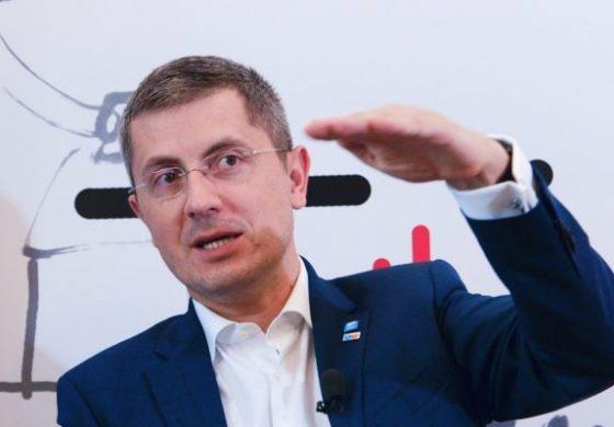 """Lumeapolitică.ro: """"Fosta firmă a lui Dan Barna a umplut simpatizanții USR de bani europeni"""""""