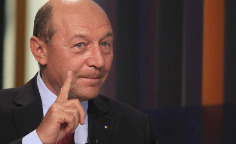 Traian Băsescu: Există o notă SRI privind șpăgi date în minister. Eu am citit-o şi l-am atenţionat pe ministru