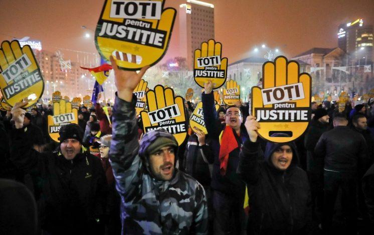 Corupţia Ucide anunţă protest duminică: Prezenţa noastră sâmbătă în Piaţa Victoriei e chiar ce îşi doreşte coaliţia de guvernare şi ar însemna să le facem jocul