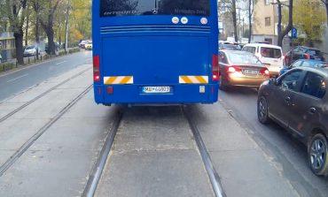 Carmen Dan: Șoferul autobuzului Jandarmeriei, filmat pe linia de tramvai, va suporta rigorile legii