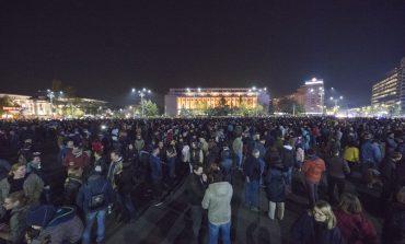 În Piața Victoriei continuă protestele