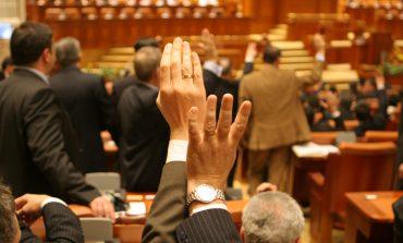 Camera Deputaților a respins cererea de reexaminare transmisă de președintele Iohannis pentruproiectul de legeprin care încetează interdicțiile aplicate de ANI parlamentarilor până în 2013