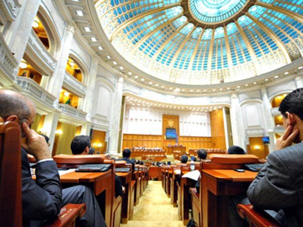 Parlamentul a adoptat proiectul prin care conflictul de interese şi incompatibilităţile se prescriu după trei ani
