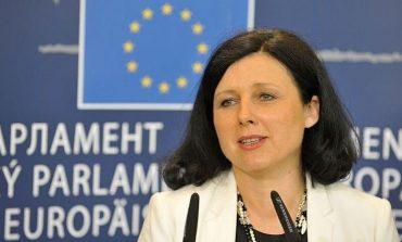 Comisia Europeană intenționează să condiționeze acordarea fondurilor europene de situaţia statului de drept