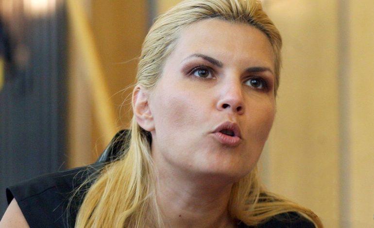 Elena Udrea: Dragnea e atât de laș încât aruncă în aer tot pentru liniștea lui pe care și-o tot negociază cu Coldea și Kovesi