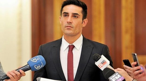 Manda: Un fost angajat la Cotroceni i-a spus lui Tăriceanu că a observat în 2005, pe biroul lui Băsescu, redarea unei convorbiri telefonice dintre Adrian Năstase şi fiul său