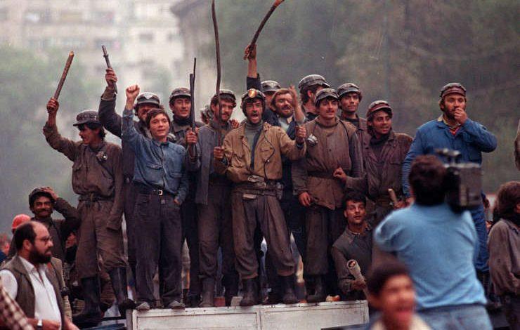 A început judecarea dosarului Mineriadei din 13-15 iunie 1990. Vigil Măgureanu, huiduit la intrarea în sala de judecată