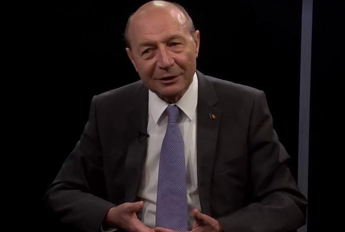 Traian Băsescu, comparaţie între Boc şi Firea: Diferenţa între un primar care lucrează pentru comunitate şi o Ţoapă de Voluntari ahtiată după imagine
