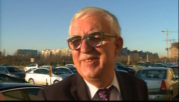Fostul preşedinte al CCR Augustin Zegrean: Ce să atace ministrul Justiţiei la CCR? Un refuz?