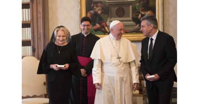 Viorica Dăncilă și-a luat și bărbatul la întâlnirea cu Papa. Cine este Cristinel Dăncilă