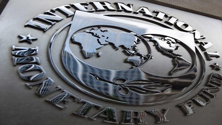 FMI: Economia României dă semne de surpaîncălzire, deficitul s-a adâncit, iar reformele structurale încetinesc