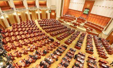 UPDATE Moțiunea împotriva Guvernului a căzut cu 166 de voturi pentru. PNL: Adevăratul prremier e Liviu Dragnea. Traian Băsescu: Credeți că despre proiectele strategice ale UE va fi în măsură doamna Dăncilă să spună ceva?