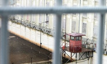 Parlamentul a adoptat legea prin care persoanele condamnate până la un an de închisoare, fără fapte de violenţă, execută pedeapsa în arest la domiciliu